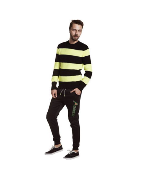 maglia a righe e pantaloni sportivi abbigliamento uomo we-shop