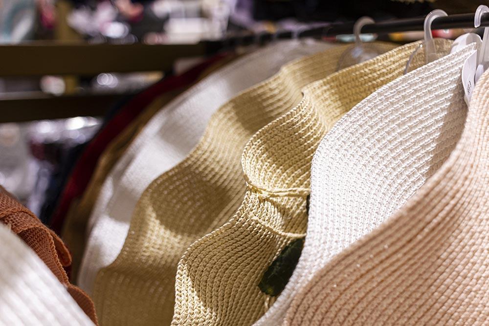 We Shop - Cappelli, accessori di abbigliamento