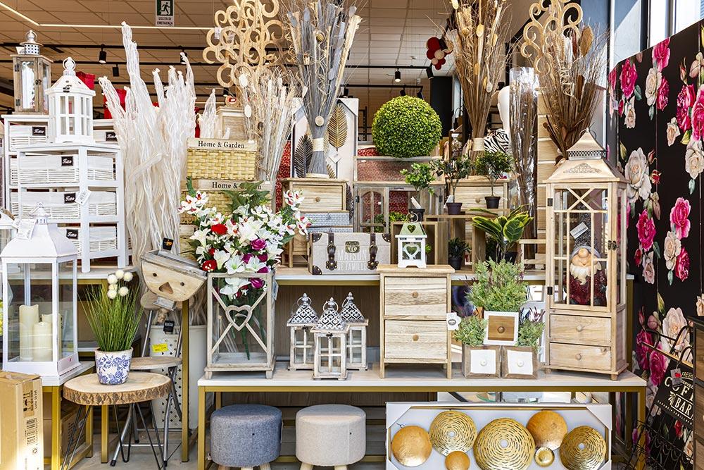 We Shop - per la casa, lanterne, scatole in legno e fiori finti